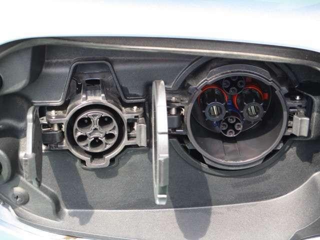 普通充電(AC200V/15A)4.5時間で満充電。急速充電25分で80%充電。