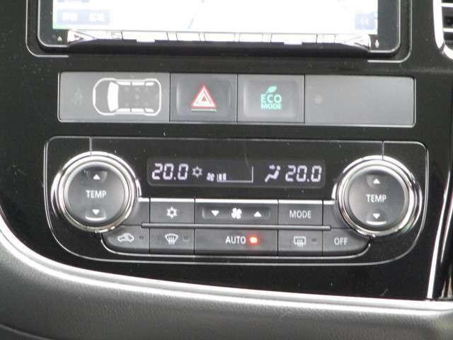 左右独立で温度コントロール式のオートエアコンです。