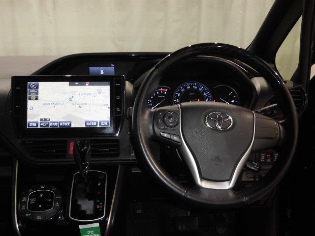 運転の際、常に目にする部分だけにシックで飽きのこないデザインが良いですね。