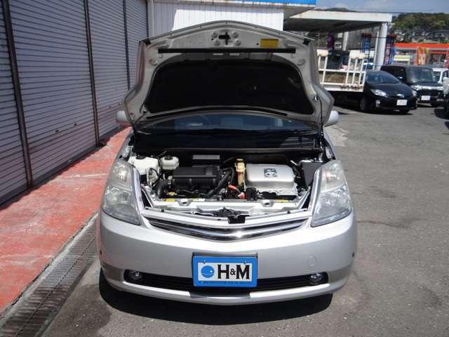 ハイブリッドシステムはエンジン部分は1.5L直4。可変電圧システムの採用など制御系を進化させています。モーターの出力を高めると同時に応答性の良さを飛躍的に向上しています。