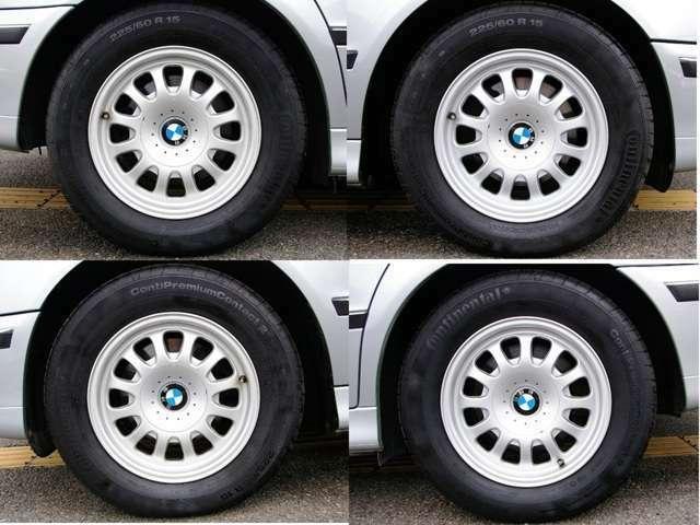 ★純正15インチアルミホイールは4本共にガリ傷も無く綺麗です。 タイヤはコンチネンタル9部山、車検も令和4年3月までたっぷりのお買い得車です♪