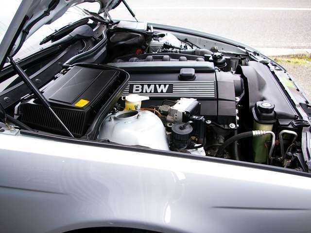 ★BMWの直列6気筒エンジンのなかでも傑作との呼び声の高いシルキーシックス搭載。 今となっては回して楽しむことのできる貴重な車になってきました♪