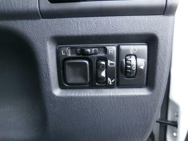 電動格納式ドアミラー標準装備!狭い駐車場でも安心です!