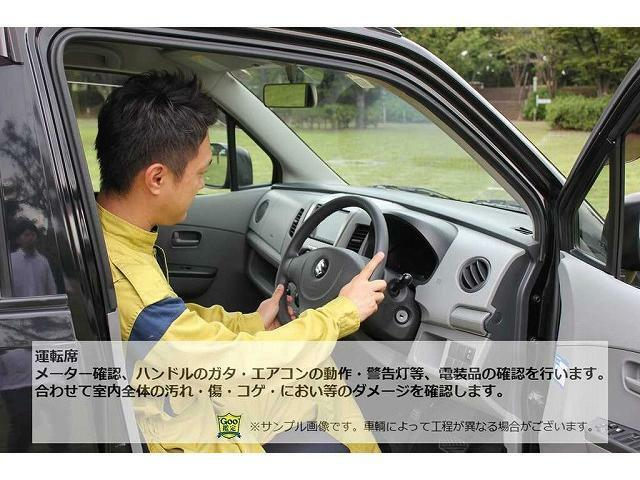 運転席周りの確認。メータ回りや、ハンドルのガタ、エアコンの効き、電装品のチェックやシートの汚れ等を確認します。
