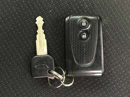 ◆スマートキー◆ポケットやカバンに入れていても、車に近づく、もしくはドアノブに触れるだけで鍵の開け閉めができます♪