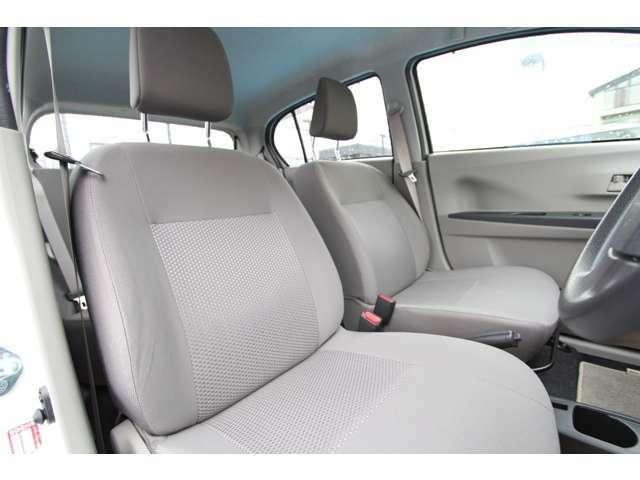 包まれ感のあるフロントシートはカーブや高速道路での走行での疲労を軽減します。
