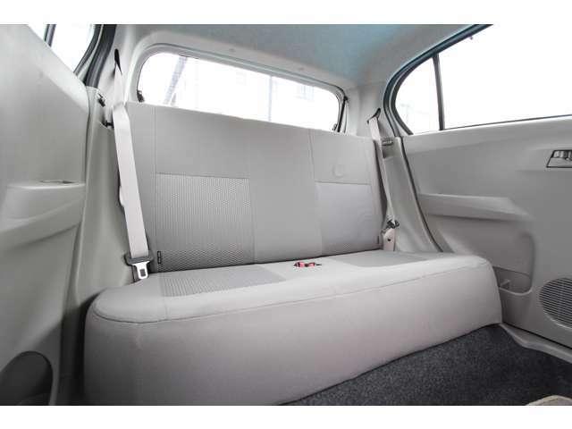 後部座席も十分な広さがあります。