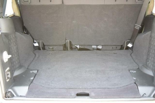 四角いトランクは無駄なく荷物が積めます。
