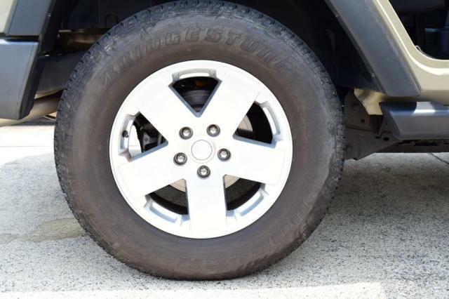 25570-18インチ純正アルミホイール。タイヤの残量も十分です。
