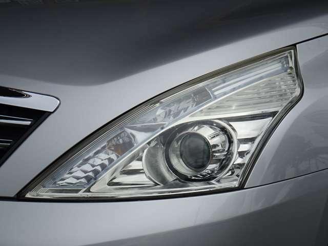 SALE価格!ヘッドライトも綺麗です!ボディの艶感もしっかり御座います。ご納車前には専門スタッフによる磨き、SALE特権のポリマーコーティング/ピュアキーパーを施工致します。
