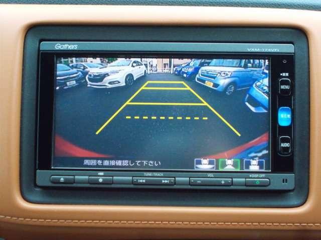 シフトレバーをリバース(バック)に入れるとナビ画面に自動でリアビューが映し出されます。運転が苦手な方、狭い車庫入れ等をサポートさせていただきます☆