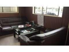 広々とした商談スペース。ローンもお客様のニーズに合わせて数種類ご用意しております。