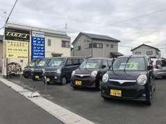 店舗脇には随時車輌展示中です。ぜひ一度ご来店ください。展示車輌の中にはきっと驚く車もありますよ!^~^