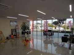 新築のお店で、お客様をお待ちしております!ピカピカ♪♪
