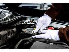 二級自動車整備士として20年以上、珍しい車や複雑な整備など車に関しては一通り経験。整備士の技術指導もおこなっています。