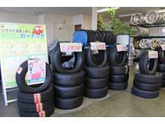 タイヤ等のカー用品も各種取り扱っております!