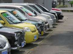 当店3ヶ所の広い展示場から、きっとお気に入りの1台が見つかるはずです!ぜひ一度お車をご覧にいらしてください♪