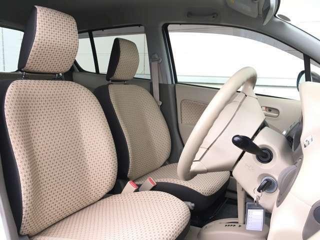 【運転席シート】 シートなどの状態も良く、目立つような傷や汚れはありません!