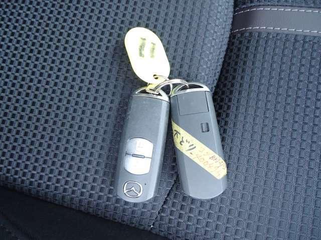 キーレスはキーフリータイプ リモコンをバックやポケットに入れておけばドアの施錠やエンジン始動が出来ます。鍵を探さなくてもいいので便利です