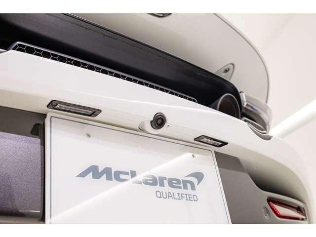 バックカメラは車体最後尾にさりげなく装備されており、車体の美観を損なう事のない配慮がなされております。