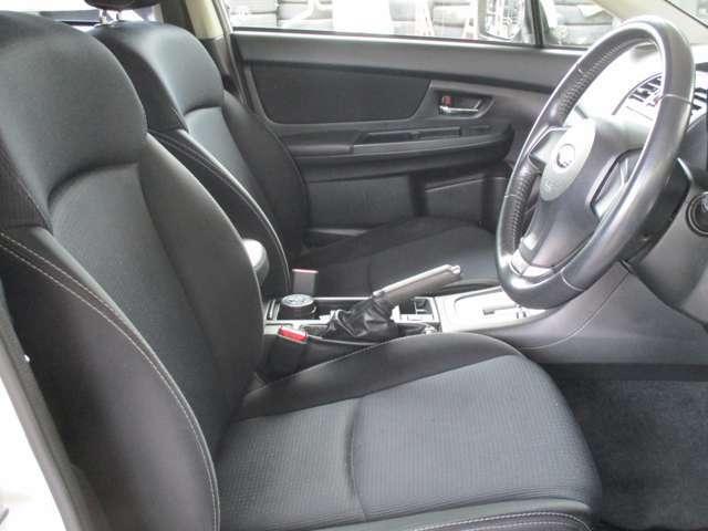 運転席も大きな擦れなどはございません。