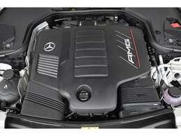 DOHC直列6気筒エンジン(ターボチャージャー付)435馬力の出力と1800~5200rpmで520N・mの最大トルクを発生します。(カタログ値)