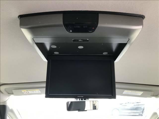 天井モニターがついておりますので駐車も楽々ですね!!