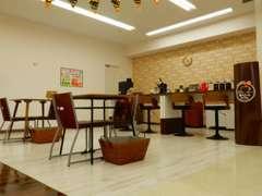 店内にカフェもあります。お気軽にお立ち寄りください♪