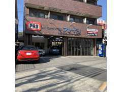 当店は野猿街道に面しております。駐車場は街道からお入りいただけますのでお気軽にお立ち寄りください。