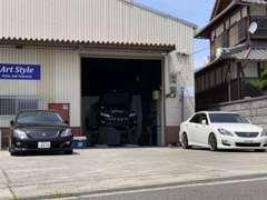 人気車種のセダンを専門的にカスタムを中心に常時20台近くのお車を展示しております(^^♪