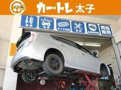 当店ピットでございます♪お客様のお車を丁寧に扱わせて頂きます!