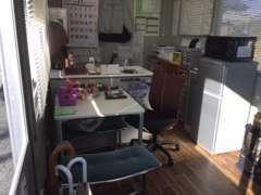 商談スペースは、アットホームな造りとなっております。温かいコーヒーを飲みながら、お話しましょう!