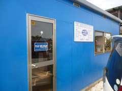・爽やかな青い建物が目印ですよ(^^♪ドアを開けるとビックリする空間が待っております!小黒川ICからお車で10分です!!