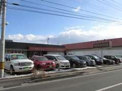 常時15台程の車を展示しております。