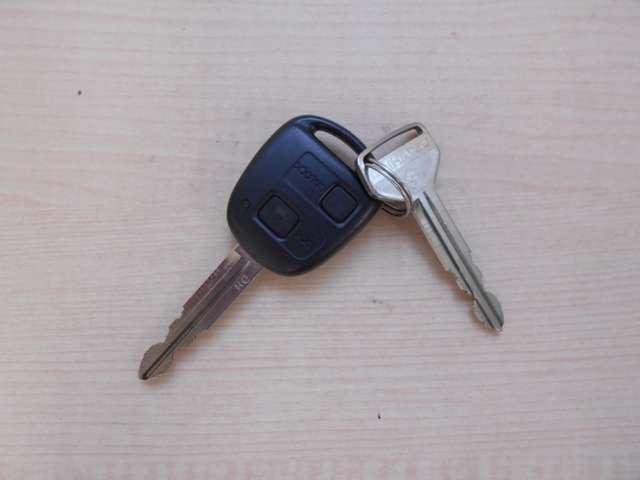 【キーレスエントリー】 ドアロックをキー付属のボタンで開け閉め可能な便利ツールです。遠くからでも作動します。