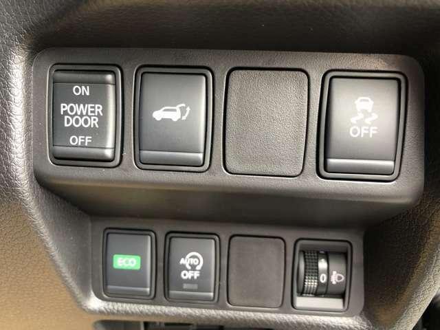 インテリジェントキーを携帯していれば、足先をセンサーの検知範囲にかざすだけでバックドアが開くハンズフリー機能を搭載
