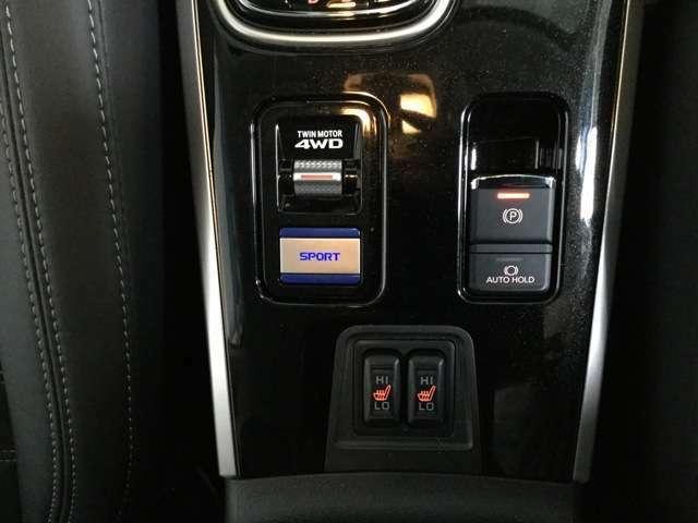 あらゆる状況で車を意のままに操るために常時四輪を制御しています。S-AWC!