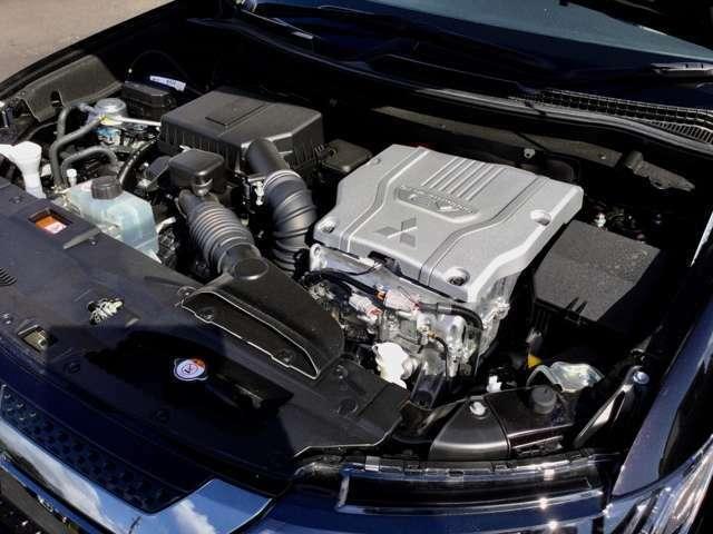駆動用バッテリー残量が減っても、自動的にエンジンで発電してバッテリーを充電しながらモーター走行ができます