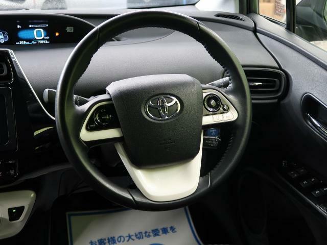 ◆【純正ステアリングホイール】大きな車体でも取り回しの効くステアリングで快適なドライブを楽しんでいただけます。
