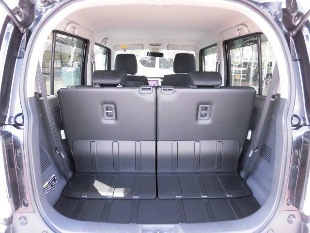 後席シートバックとラゲッジフロアには汚れを拭き取りやすい素材を採用しています。
