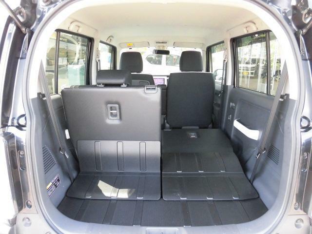 少し大きめの荷物等を載せられる場合には、このように後部座席を片方倒していただいたり・・・