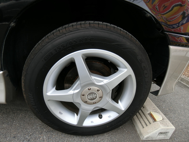 外品13インチAWですタイヤは4分山くらいです。(純正アルミが必要な方は差し上げます)