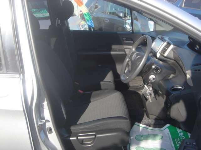 運転席回りも広々です!!