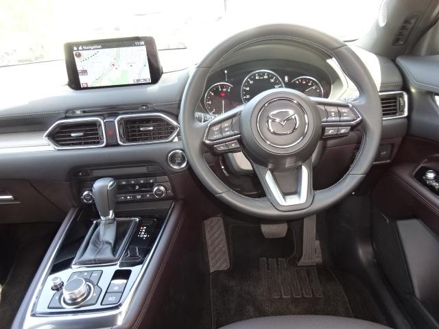車内も高級感が有り、運転席と助手席が独立しているので、個人のスペースがしっかりと確保されているので快適なドライブが楽しめます!