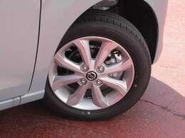 タイヤサイズは、155/65/R14です。日産純正アルミホイール付☆