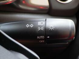 明るさを感知して自動的に点灯するオートライト機能。点灯忘れ・消し忘れの防止に便利!