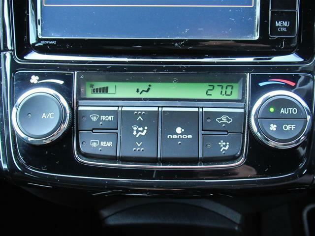 こちらのお車には、SDナビフルセグ・CD・DVDビデオ・ブルートゥース・TVキット・ETC・プリクラッシュ・LDA・オートハイビーム・LEDライト・フォグ・スマートキー・16アルミが装備!
