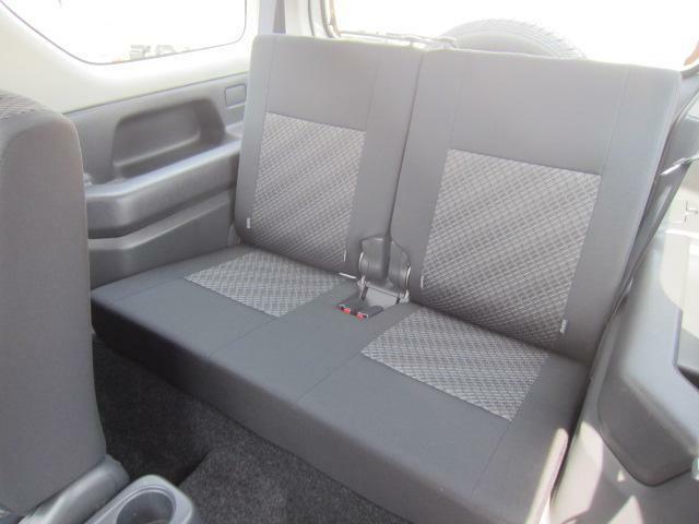 シートバックを前に倒すだけのワンアクションで後部座席が積載空間に変わります。