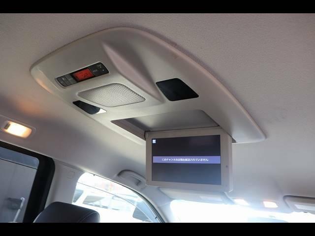 フリップダウンモニター装備で後部座席の方も快適なドライブをお楽しみいただけます!