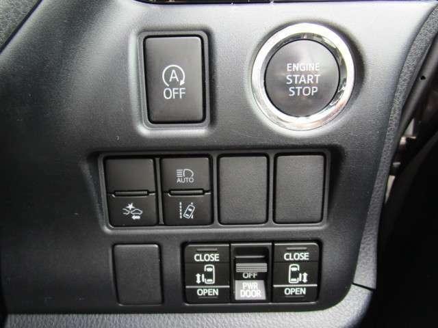 衝突被害軽減ブレーキを含む安全装備あり エンジンプッシュボタンスタート 下部のスイッチからも両側スライドドアの開閉操作が可能です